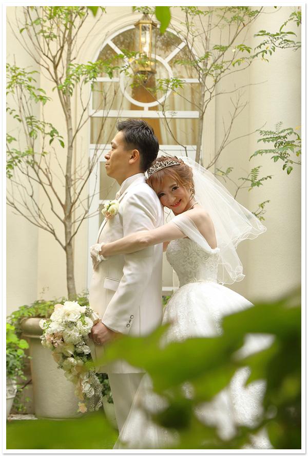 花嫁様お写真【ロマンスハートティアラ】/オーガンジーグローブ【メロウリボン】/ショートベール【メロウ】