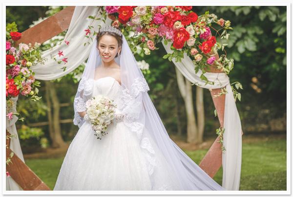 花嫁様お写真【クラッシージルコニアティアラ / ヘッドドレス 【ファビュラス】】