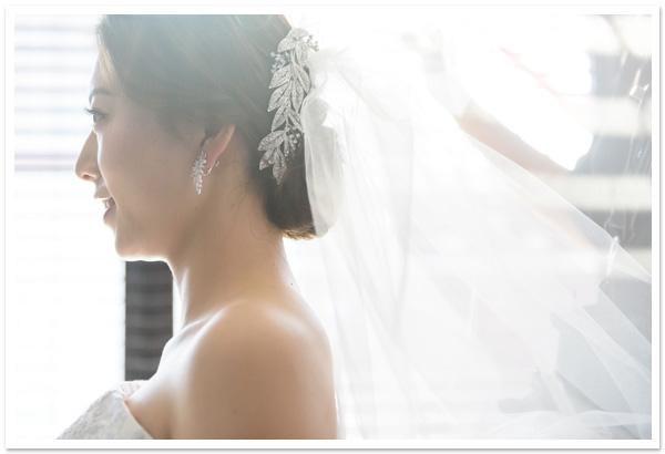 花嫁様お写真【ヘッドドレス【リーフ】・ヴィヴィアンジルコニアイヤリング ・ヘッドドレス【ロージー】他2点】