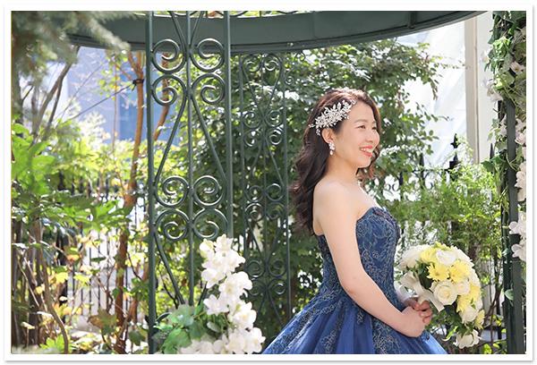 花嫁様お写真【ヘッドドレス【ミラ】、セレーナスワロフスキーイヤリング、ロイヤルクラウン】