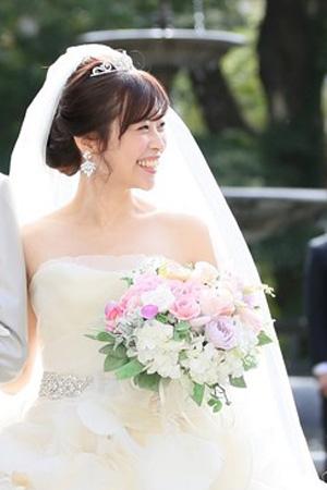 1c6f0d6e932a9 吉祥寺の試着のあと、楽天にティアラを購入させていただき、 先日、無事結婚式を挙げることができました。