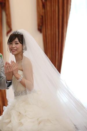 fdf449cde96d2 吉祥寺の試着のあと、楽天にティアラを購入させていただき、 先日、無事結婚式を挙げることができました。
